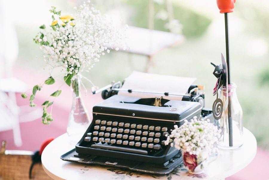 Masina de scris Nunta cu 900 de fluturi Miruna si Horatiu