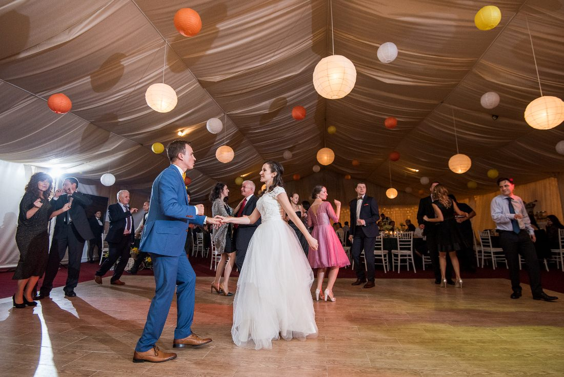Nunta cu prieteni Iulia & Bogdan hora