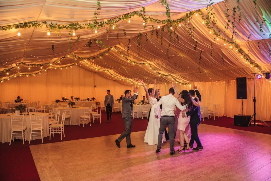 Nunta cu prietenii – Oana si Cosmin - IDO-Weddings-nuntiinaerliber (14)