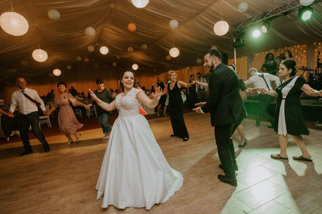 Nunta cu multe calatorii si farfurii – Alexandra si Catalin – IDO-Weddings-nuntiinaerliber (20)