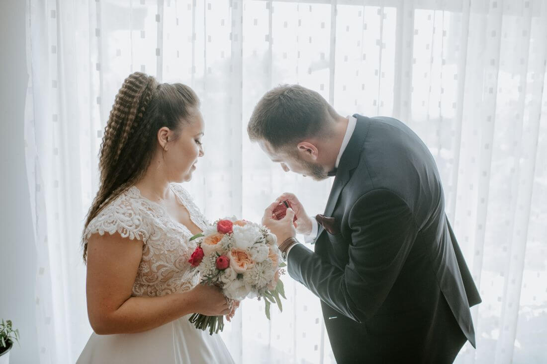 Nunta cu multe calatorii si farfurii – Alexandra si Catalin – IDO-Weddings-nuntiinaerliber (4)
