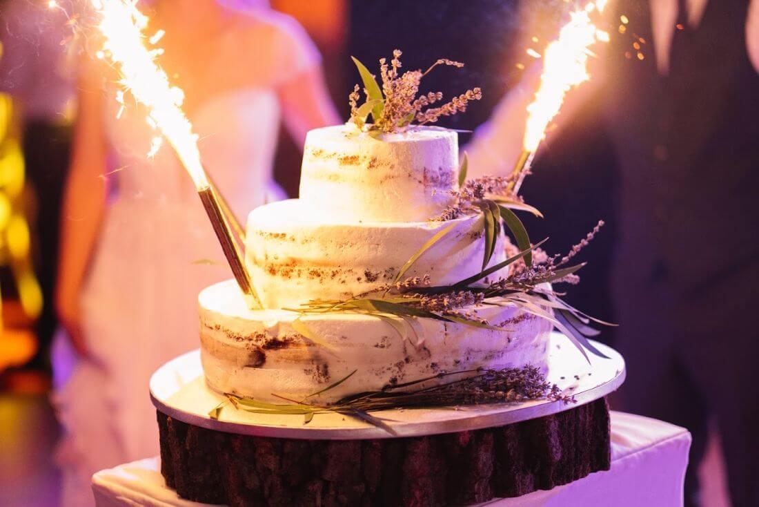 Nunta cu artificii, lavanda si muzica – Adelina si Ionut-IDO-Weddings-nuntiinaerliber (1)